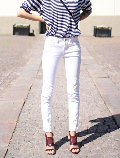 white jeans skinny