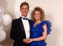 10 Awkward Celebrity Prom Photos