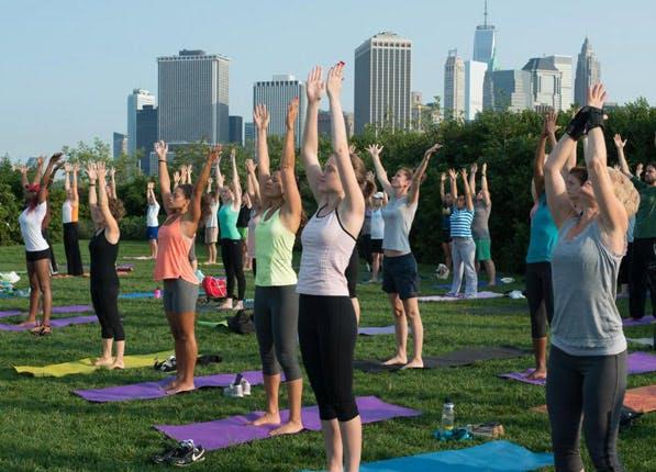 outdoor yoga brooklyn bridge