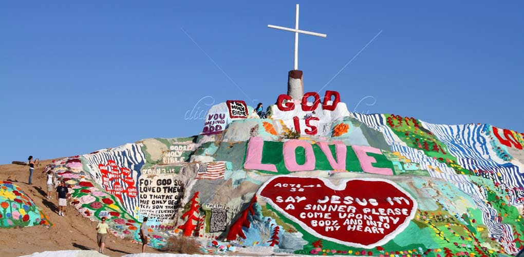 weird roadside attractions salvation mountain