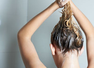 Should You Be Using Baking Soda Instead of Shampoo?