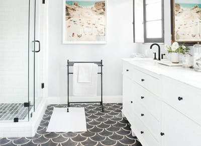 Why You Should Clean Your Shower with a Dryer Sheet