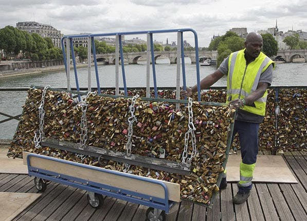 tourist tips lock