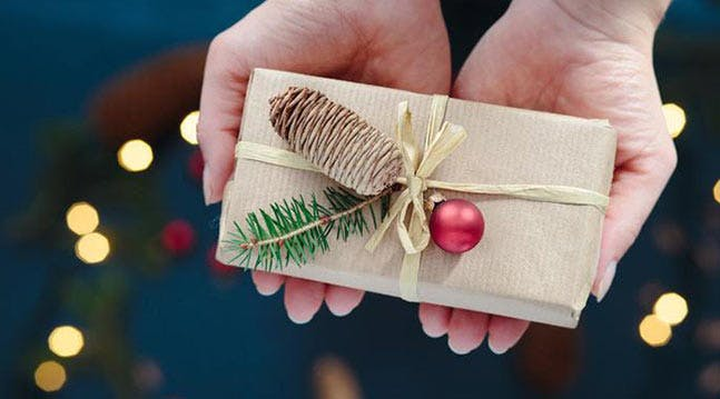 3 Chicago Places That Will Wrap Your Gifts for You