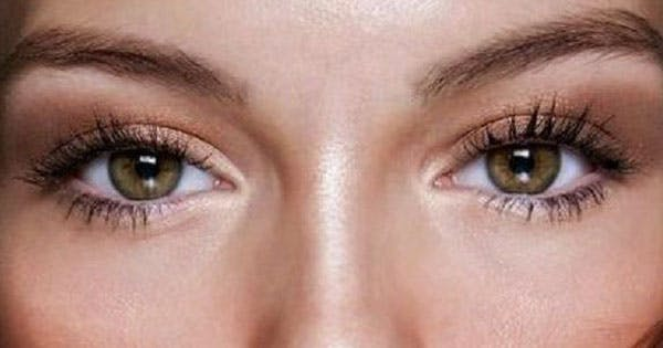 42696aac7f2 How to Put Mascara on Lower Eyelashes | Beauty | Purewow