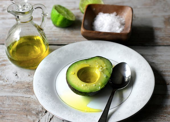 how to cut an avocado and keep it fresh