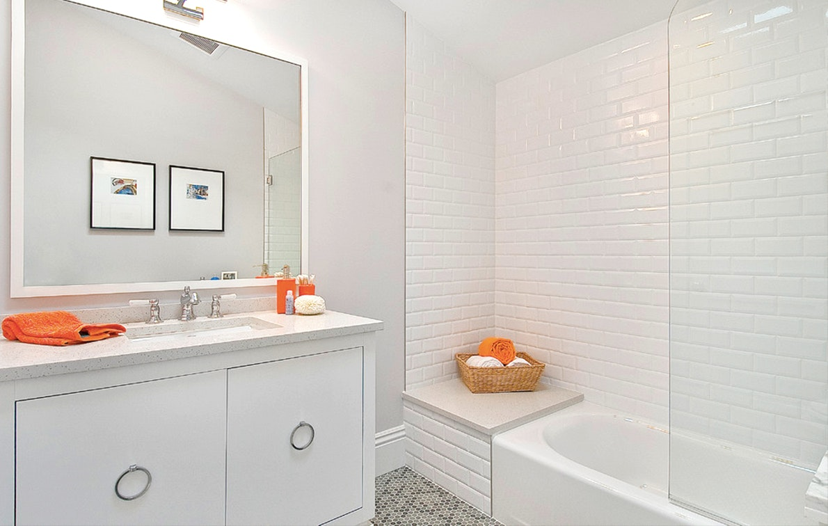The Lazy (but Effective) Way To Get Stains Out Of Bathtub Caulk