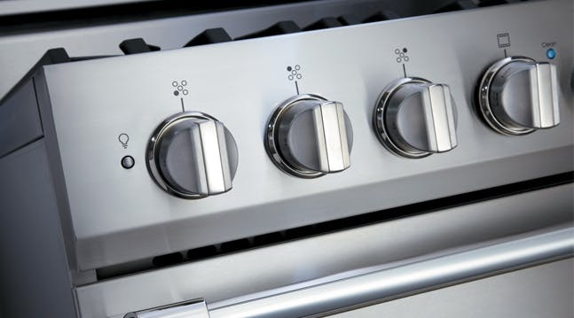 This Is How You Should Be Cleaning Your Greasy Oven Knobs