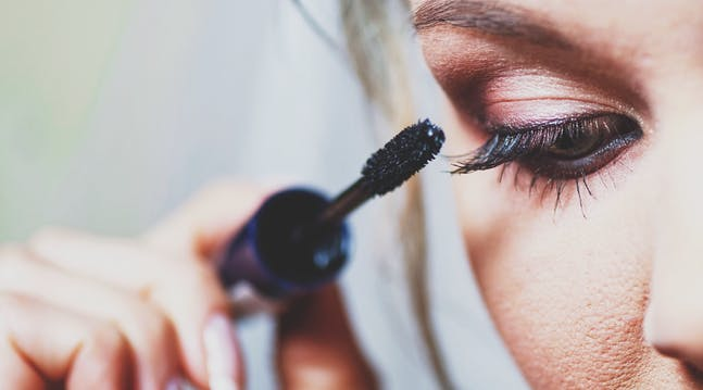 A Simple Mascara Trick to Get Longer Lashes
