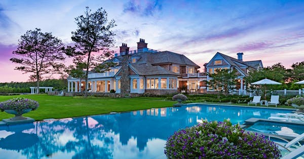12 epic houses in the hamptons that are for sale purewow for Mansions in the hamptons for sale