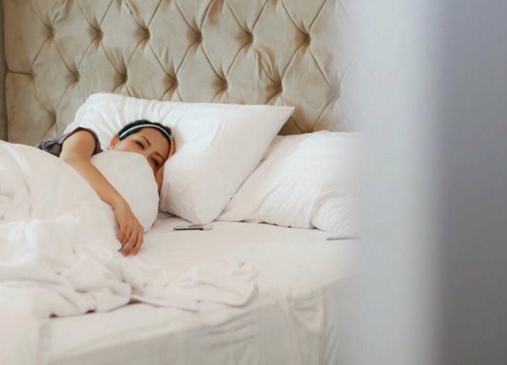 How To Sleep On Your Side 5 Tips For Comfort Purewow