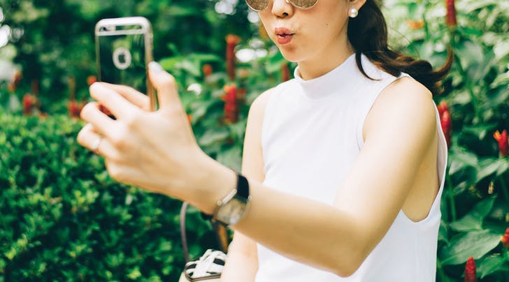 Selfie Elbow Is Actually a Thing, According to Doctors