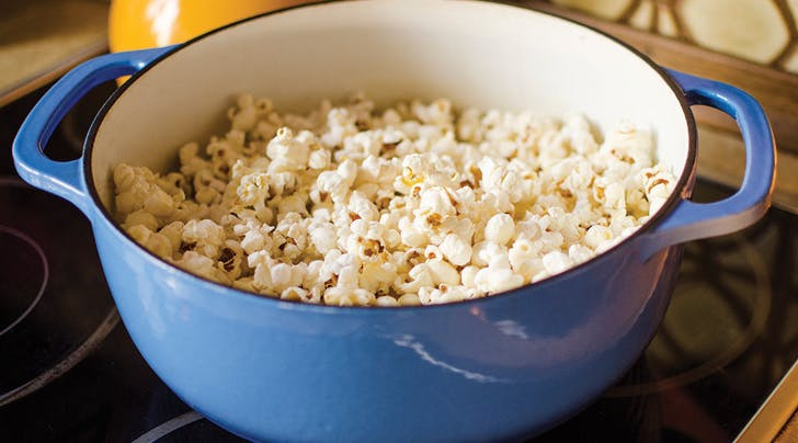 Whoa, Eating a Bowl of Popcorn for Dinner Is Healthier Than Pasta