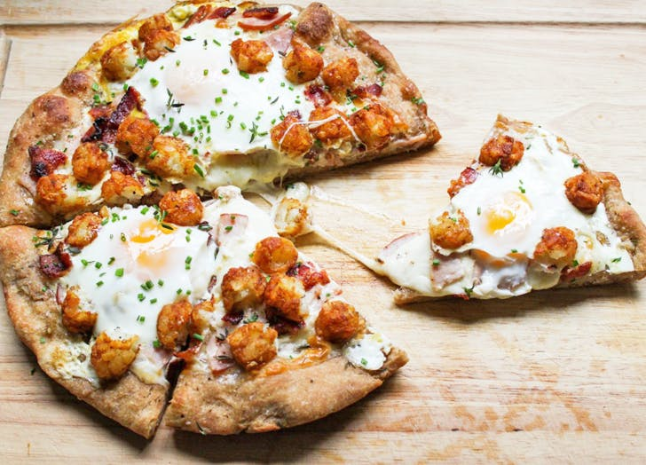 tatertot breakfastpizza2