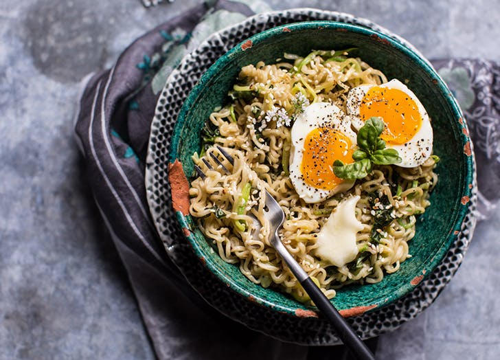 10 easy instagram worthy dishes purewow garlic butter ramen noodles 15 minutes forumfinder Images