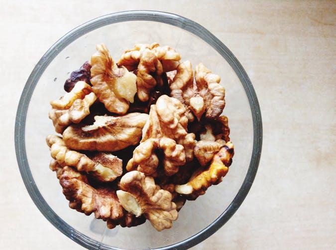 breastfeeding walnuts