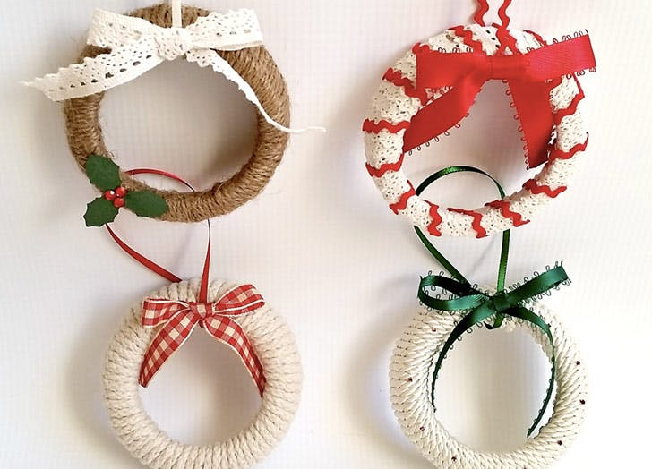 mason jar lid wreath ornaments - Christmas Decorations To Make Yourself
