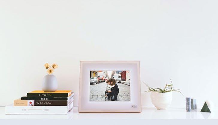 gadget gift guide aura frames