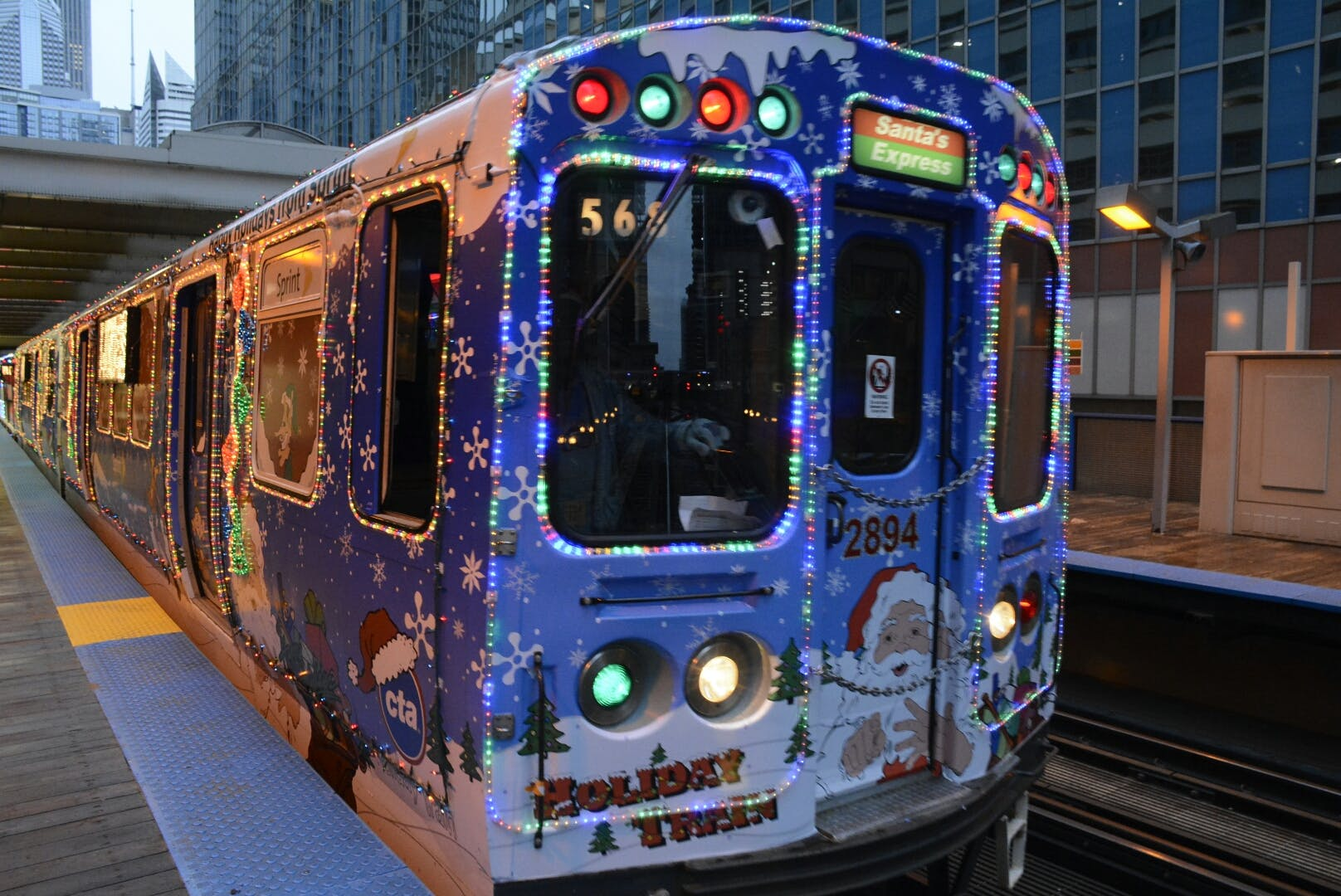 holiday l train  chicago holiday activities