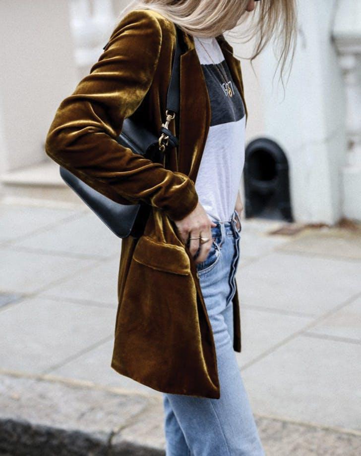 tshirt velvet blazer jeans