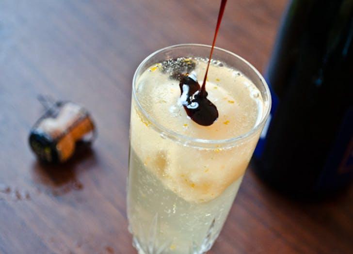 champagne cocktails grapefruit float
