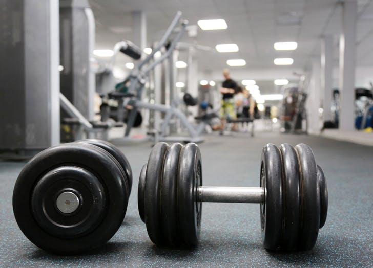 gym donts dumbbells