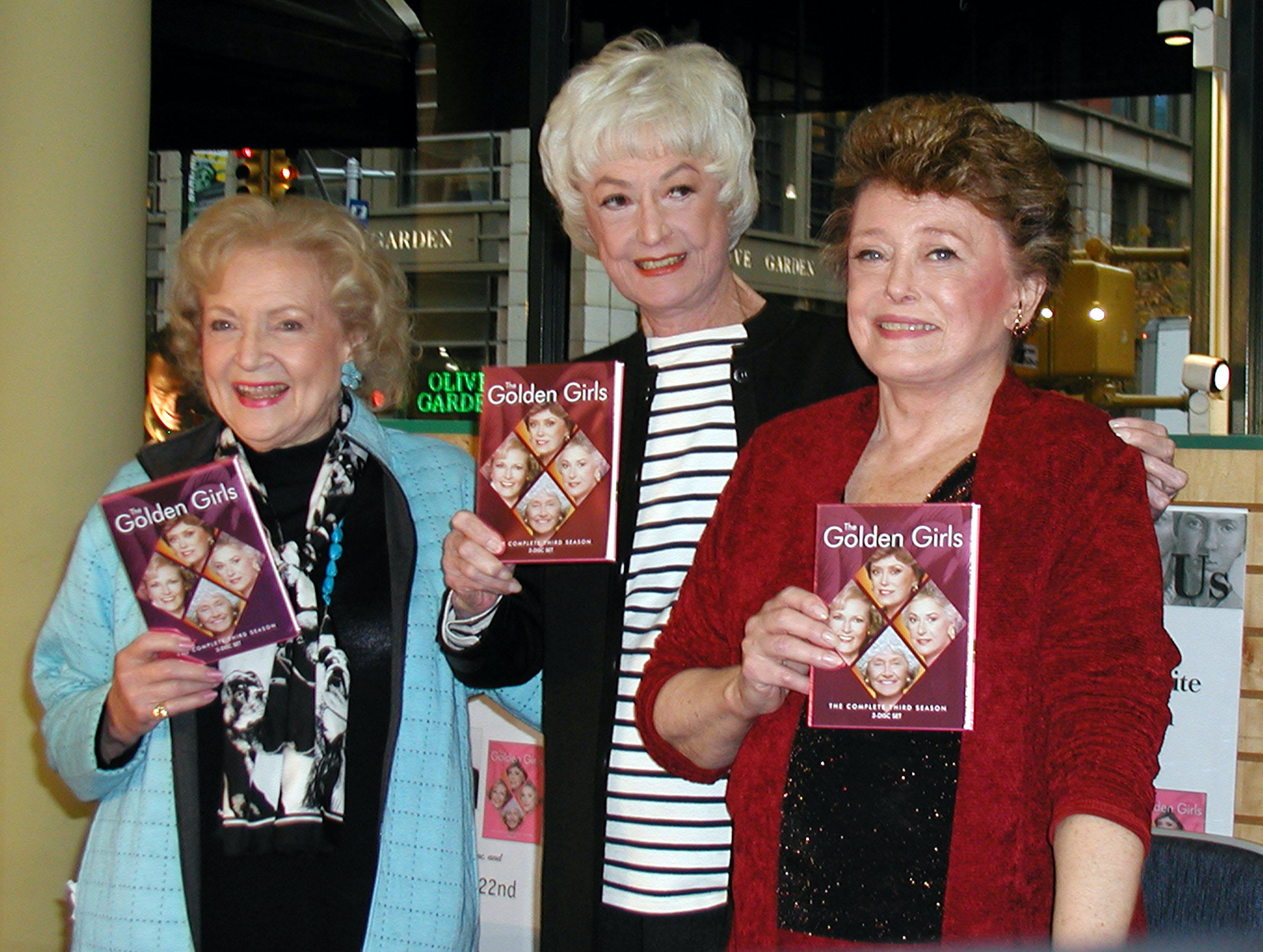 2005 Betty White  Bea Arthur and Rue McClanahan promoting Golden Girls dvd season 3  age 83