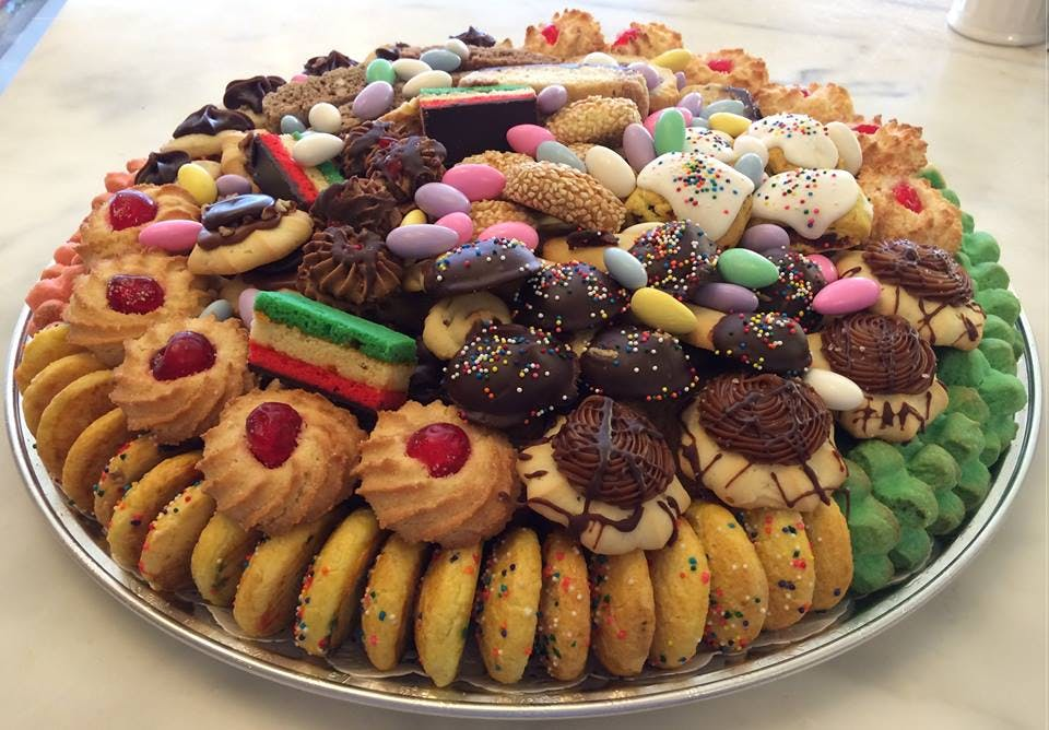 ferrare bakery chicago best cookies