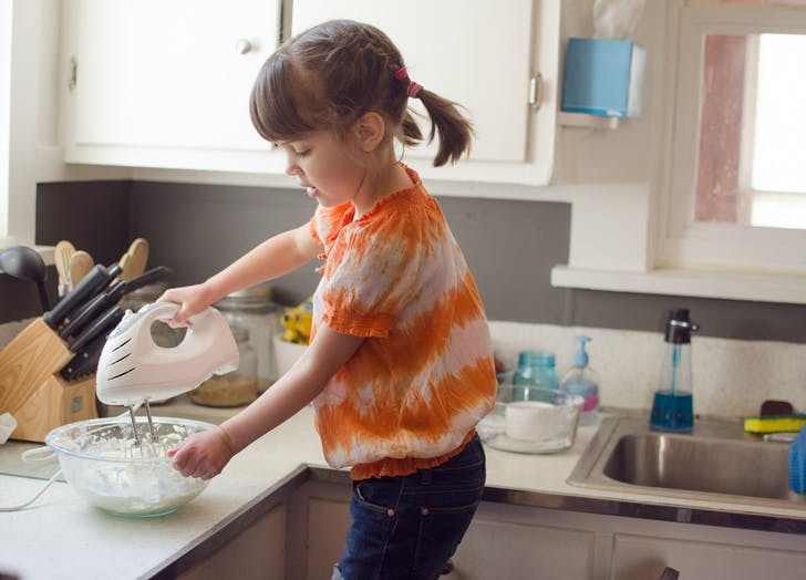 mindful eating girl cooking