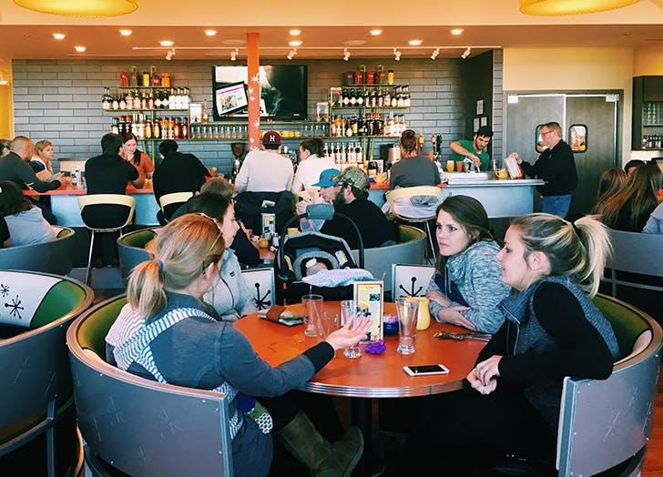 polite kids moms restaurant