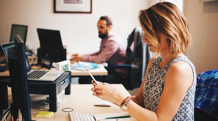 How the Person Sitting Next to You Affects Your Productivity, According to Science