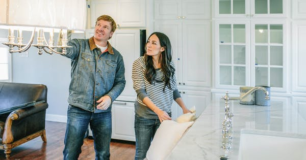39 fixer upper 39 s 39 joanna gaines is getting a new spin off series purewow. Black Bedroom Furniture Sets. Home Design Ideas