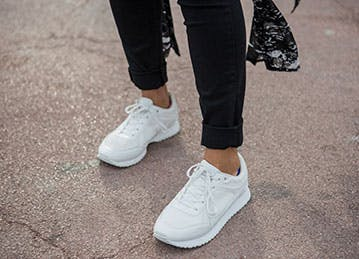 athleisure whitesneakers