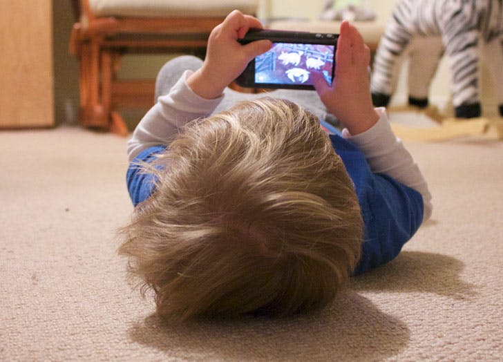 toddler on iphone screen time