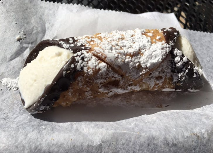 boston eats cannoli1