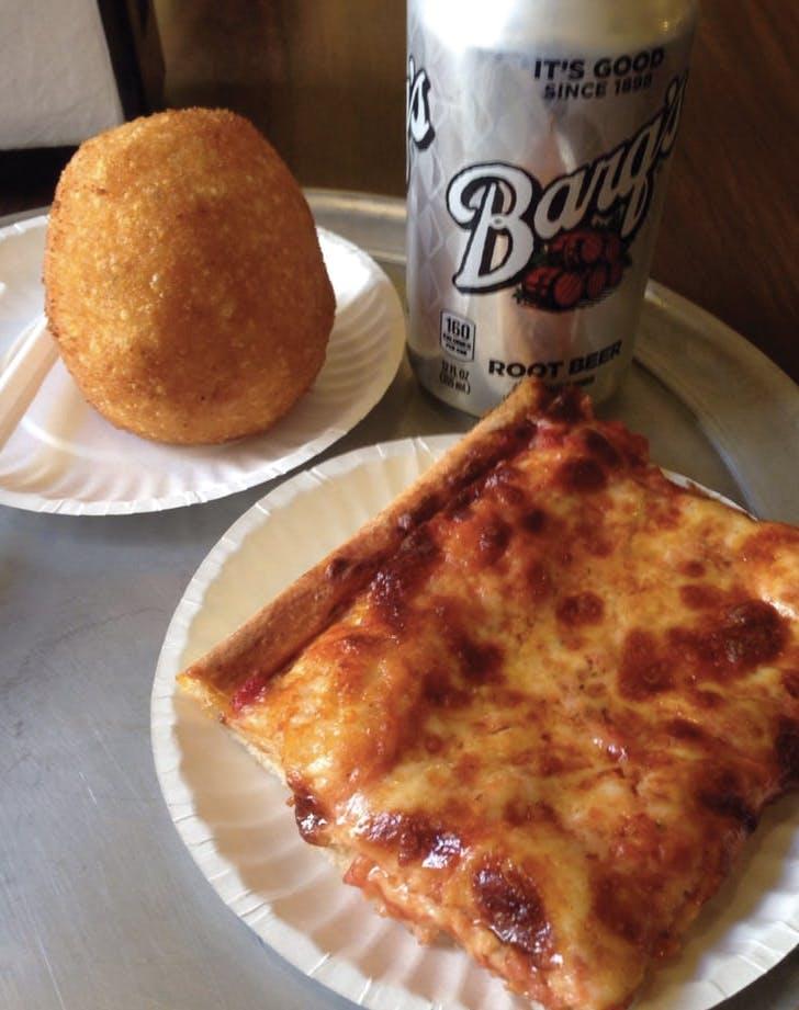 boston eats pizza
