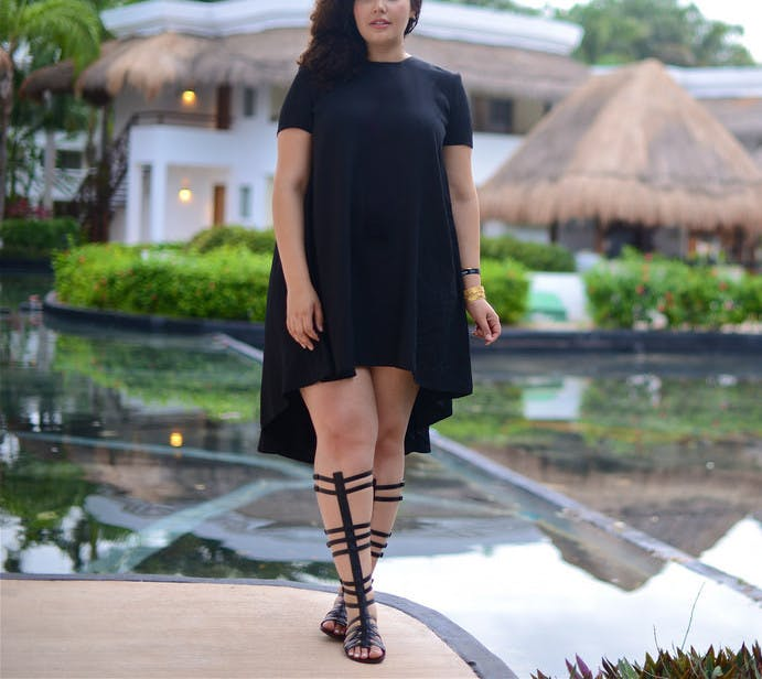 gladiator sandals all black summer outfits girl with curves1