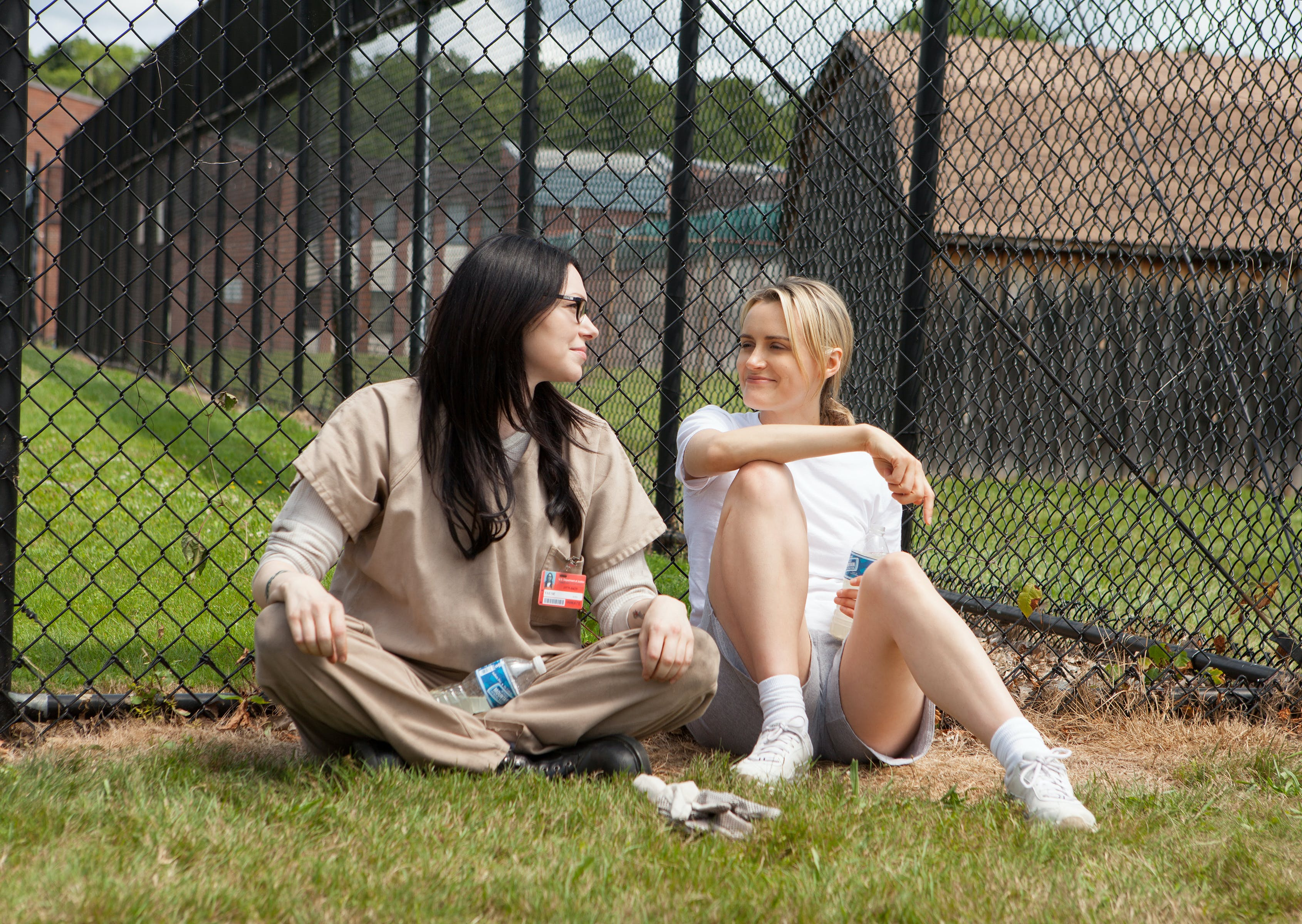 orange is the new black taylor schilling laura prepon