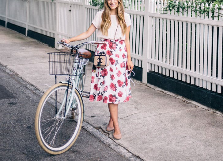 summer outfit formulas midi skirt tshirt