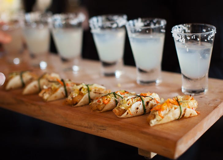 Taco bars are the new wedding food trend purewow for Food bar trend skopje