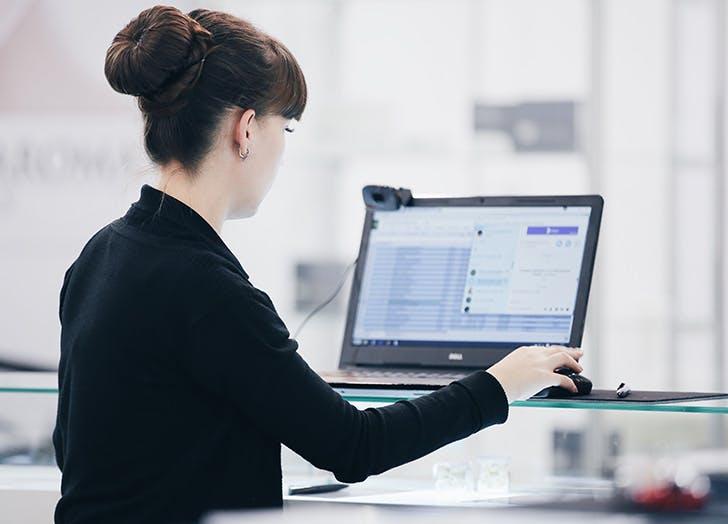 woman at computer 728