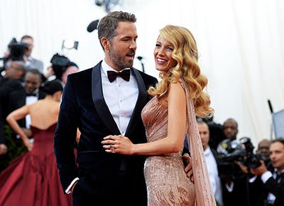 8 Reasons to Fall in Love with Blake Lively and Ryan Reynolds Over and Over Again.c