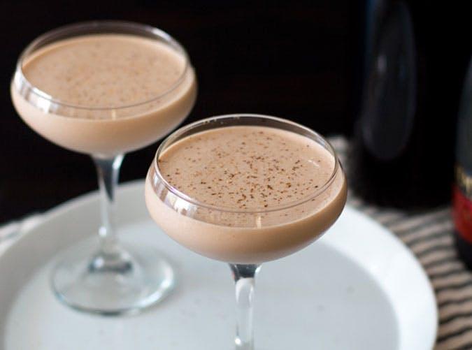 Brandy Alexander retro cocktail recipe