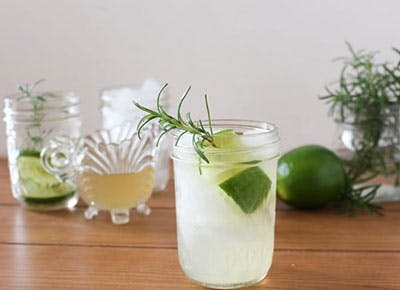Gin Rickey retro cocktail 400