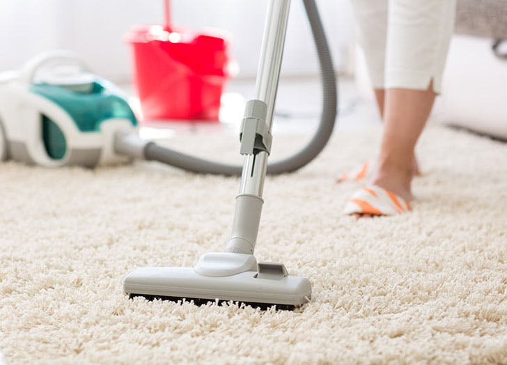 Vacumming a carpet