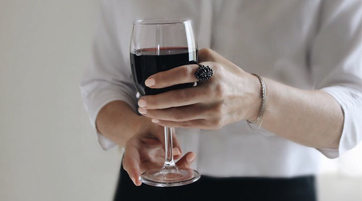 Confirmed: 2 Glasses of Wine Before Bed Helps You Lose Weight