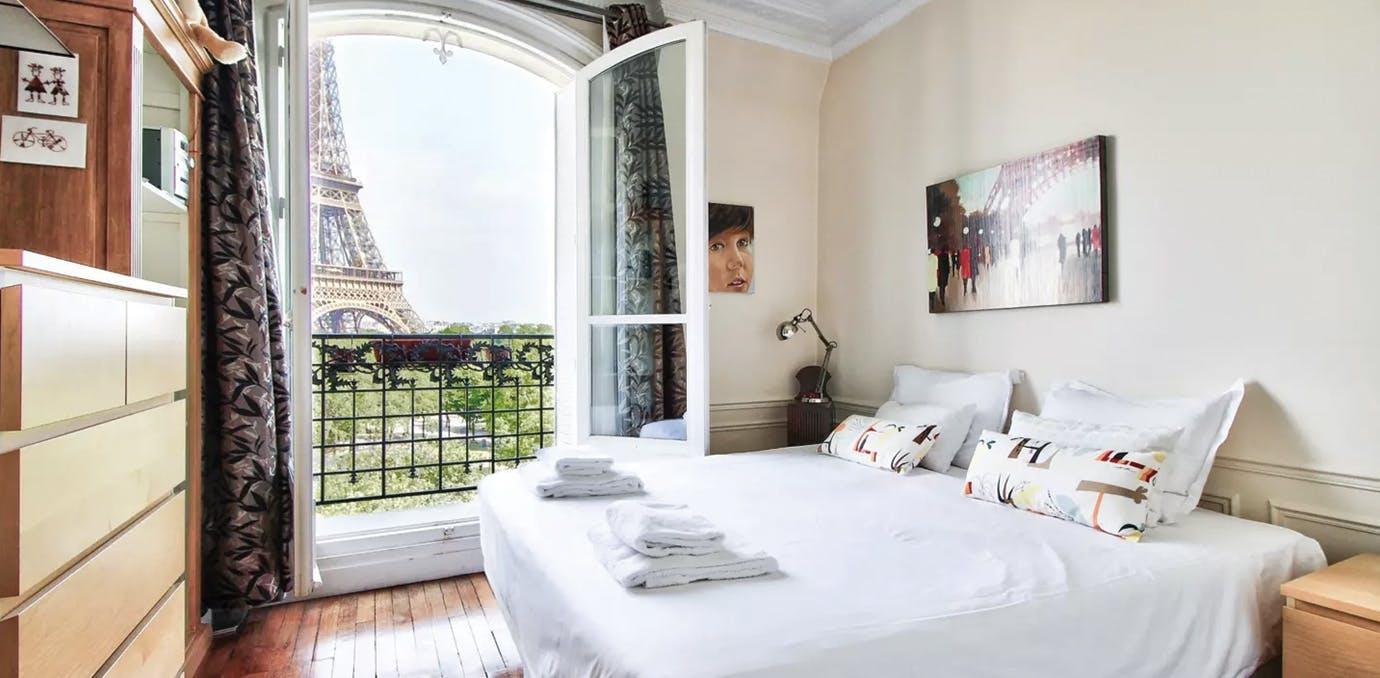romantic airbnbs paris