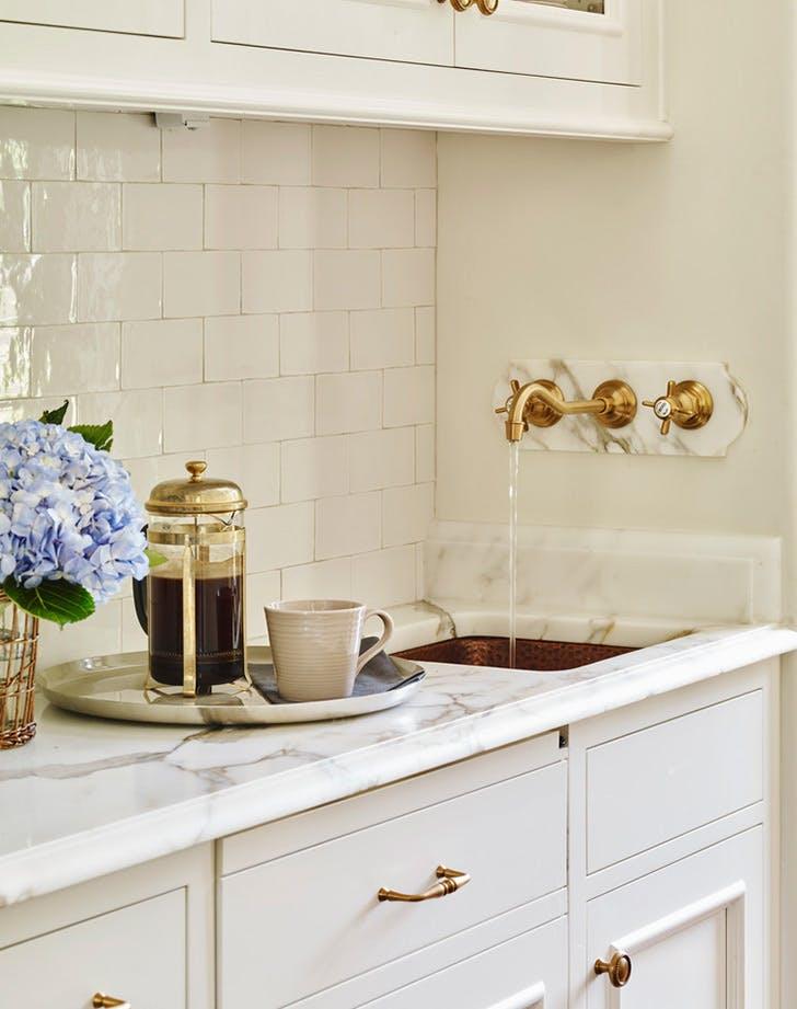 clean pretty kitchen counter 1