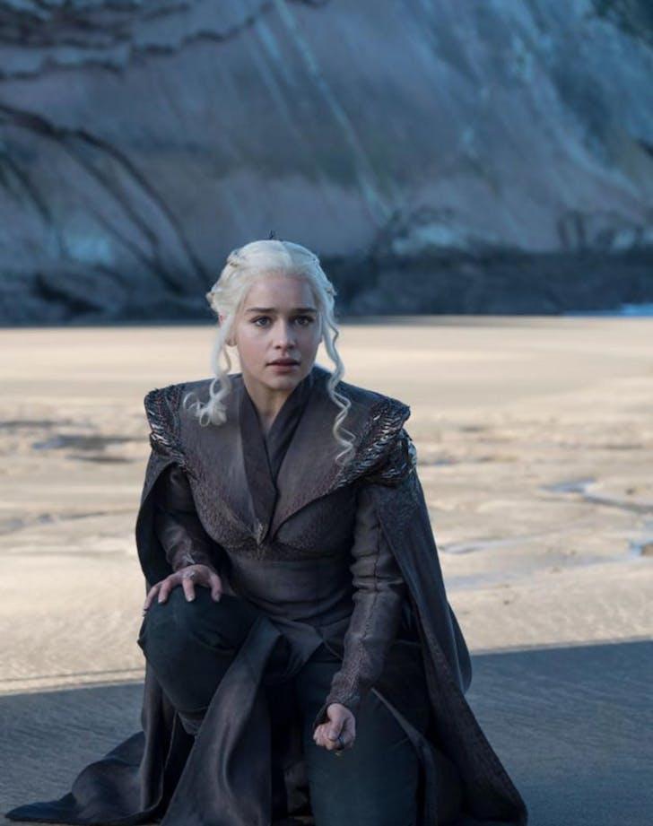 daenerys targaryen dragonstone season 7 630x945