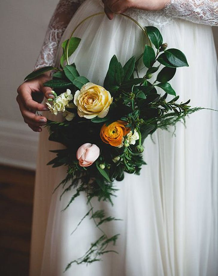 hoop bouquet wedding trend 3